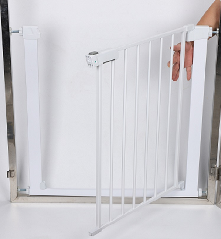 Top Popular European One-handed Double Lock Safety Baby Gate With EN1930