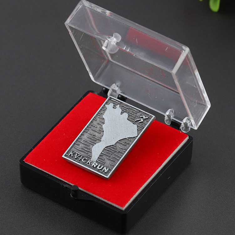 Custom zinc alloy antique silver emboss logo metal award lapel pin with gift box