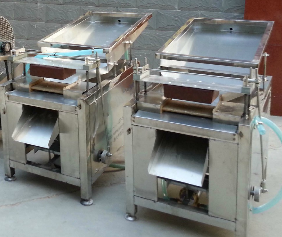 quail egg peelng machine 2.jpg