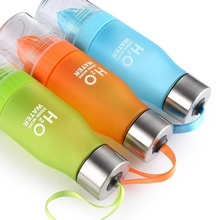 Outdoor <strong>sports</strong> plastic H2O fruit infuser water bottle Lemon juice water bottle