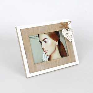 Hotsale Love 4x6'' Eco-friendly Natural Wood Provence Romantic Photo Frame Chic Love heart shaped pendant Stand Picture Frame