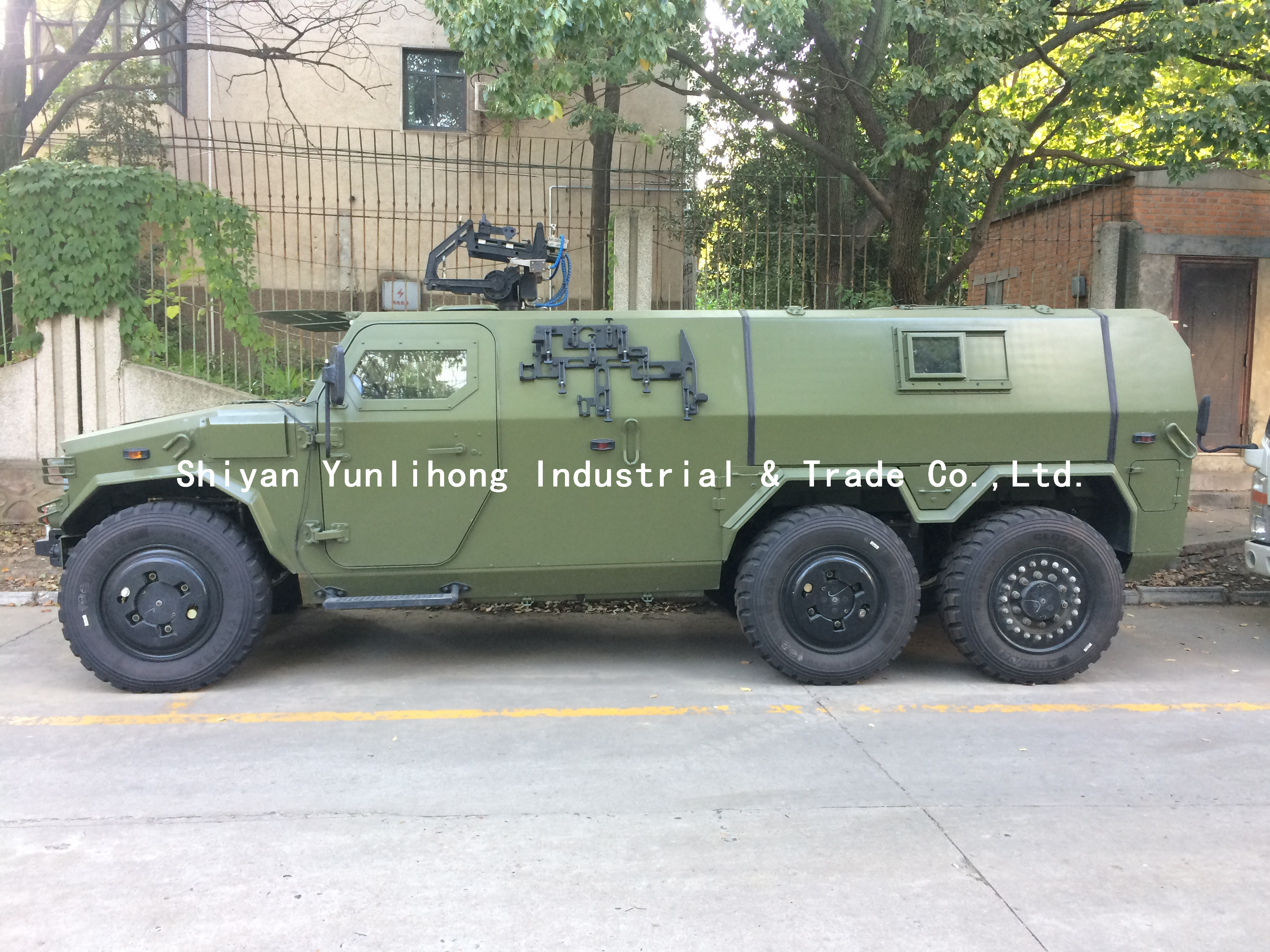 6x6 Dongfeng armoured army  vehicle all terrain bulletproof