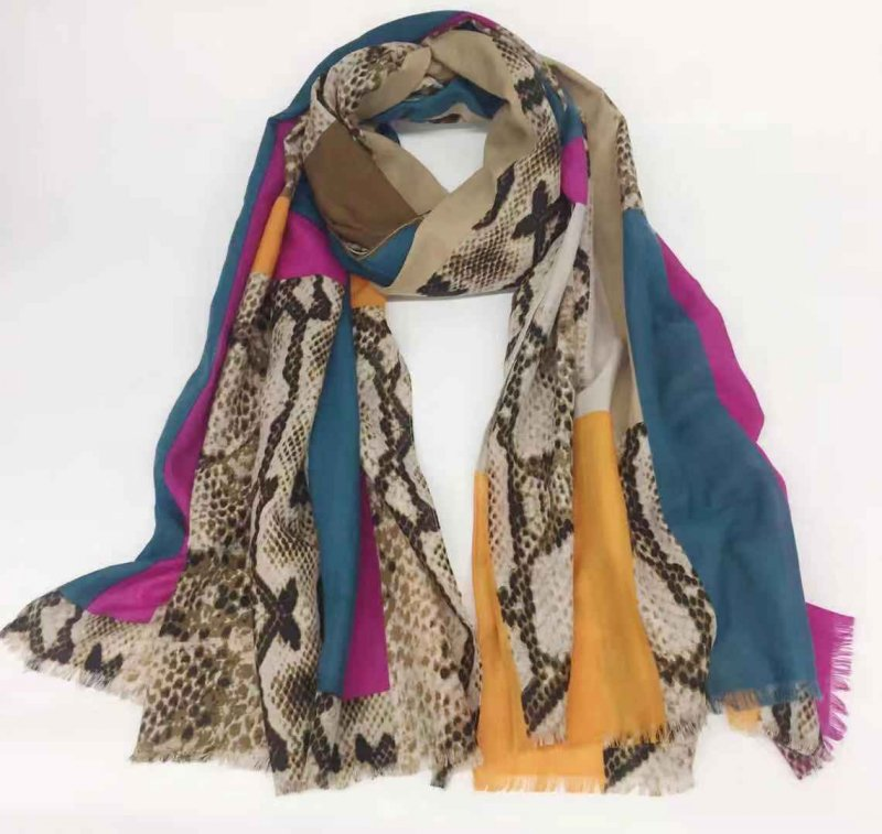 Factory wholesale long shawl Arab hijab printed striped cotton scarf tassel scarves