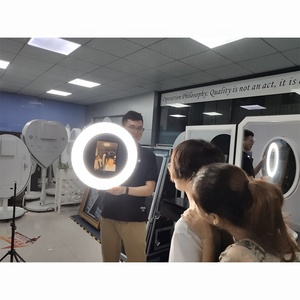 "9.7"" Handheld Style Interactive Selfie Mirror Photo Booth for weeding"