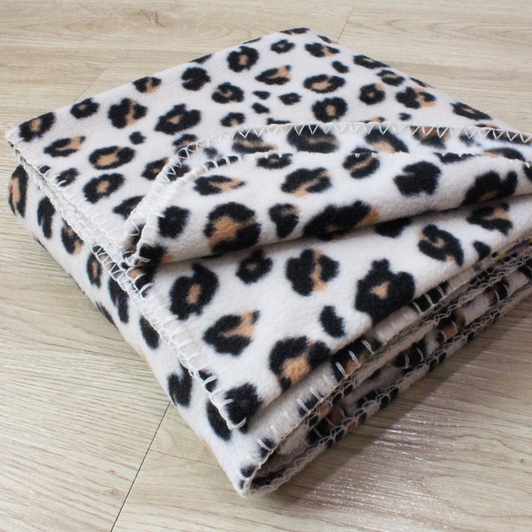China Manufacturer Factory Price Wholesale Cheap Weight Cozy Thick Polar Fleece <strong>Plaid</strong> Printed Promotional Gift Throw Blankets