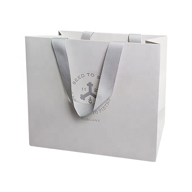 China Customized White Color Paper Shopping Bags Printed with Your Own Logo