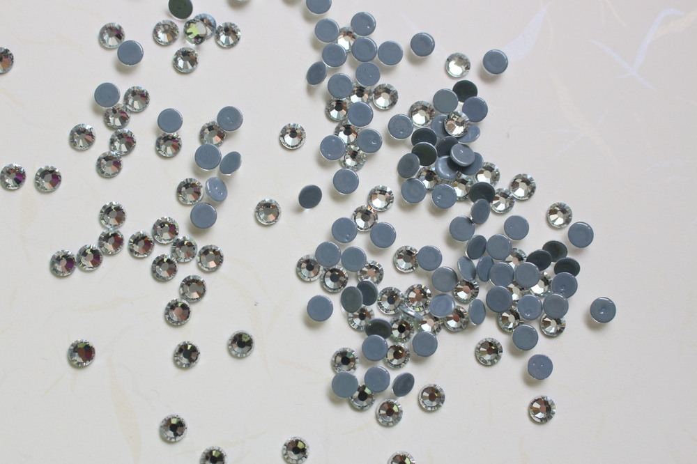 M0715 SS6 2mm China hot fix rhinestones designs,iron on rhinestone designs for cloth