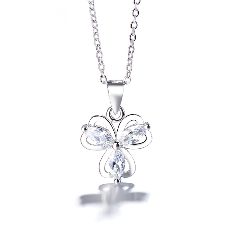 <strong>Fashionable</strong> and sexy clover 925 diamond pendant