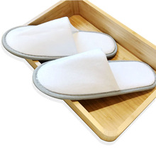 Customized hotel <strong>slippers</strong> with cut-pile cloth upper and EVA sole