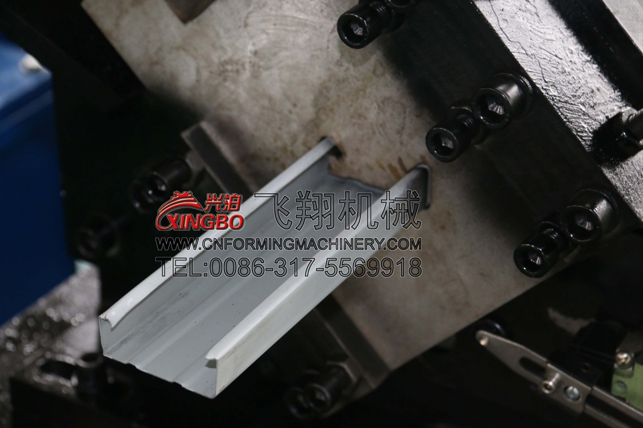 CD 60 27 and u type 27 28 double type light keel roll forming machine