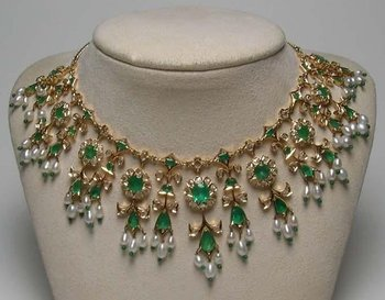 Emerald & Diamond Necklace 18K Gold