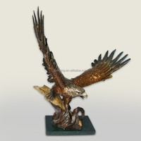 XINRONG eagle ornament large bronze animal statue eagle scupltures for home decor