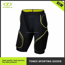 2017 Wholesale football anti-collision breathable sporting shorts