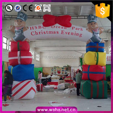 Outdoor bear cartoon inflatable christmas decorations arch with gift