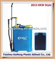 2013 New Style Manual Sprayer factory adjustable sprayer garden tool with strong wooden handle roof snow shovel