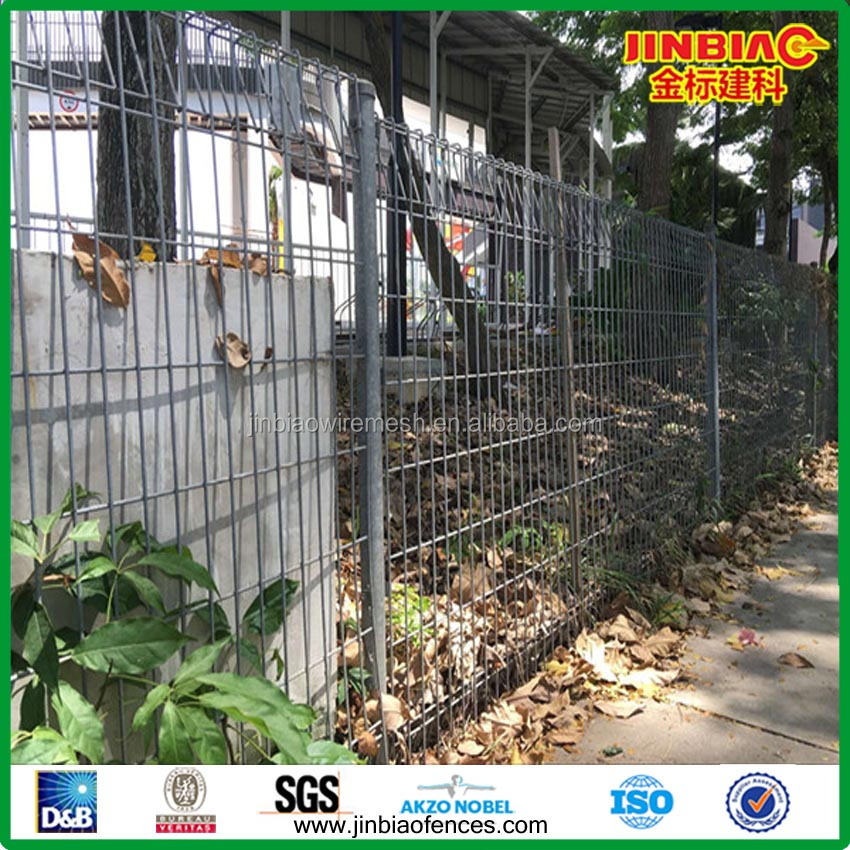 hot dipped galvanized Japan farm use triangle bended fence with round post