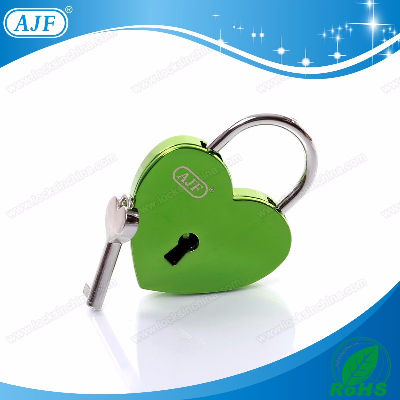 A01-025EGN shiny green love lock.jpg