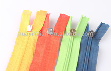 Colored nylon zippers wholesale 7# nylon zipper close end with auto-lock slider painted