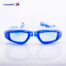 Swimming usage and transparent lens swimming goggles with earplugs