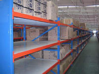 Massive plate-type medium duty cold storage racking system