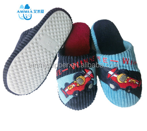 OEM cheap wholesale Boy and girl's winter warm home plush indoor slippers factory