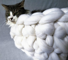 Chunky Cat Bed_hand Knit Pet house and cave_Bedding, Super Chunky and warm