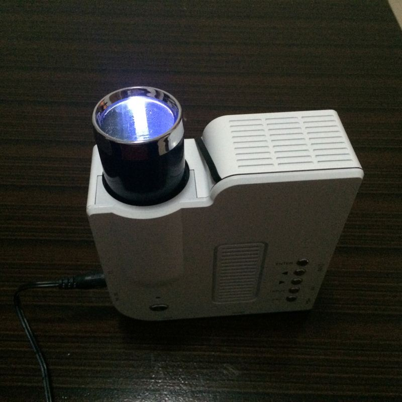 2014 factory wholesale price mini projector toy projector ipad to connect projector