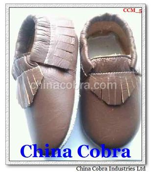 soft sole leather moccasin shoes without the characters on them with fringe on them