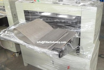 Wire mesh pleating machine for hydraulic filter