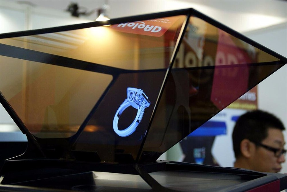holographic display 3d pyramid