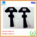 T-shade rubber handle latch for corscrew