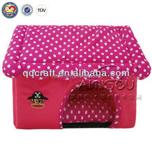 QQPET (dog house factory)Christmas promotion wholesale flat roof dog house