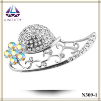 Bohemian vintage hot sell straw cheap hat rhinestone pearl brooches pin for girls