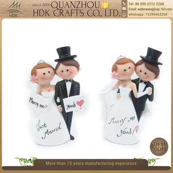 Romantic couples polyresin cartoon figurines decoration wedding statue