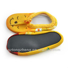 Cute bear pattern rubber sole baby shoe