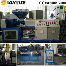 Plastic flakes recycling granulating machine