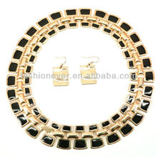 BLACK & GOLD KING TUT EGYPTIAN STYLE COLLAR NECKLACE with EARRINGS SET WOMENS