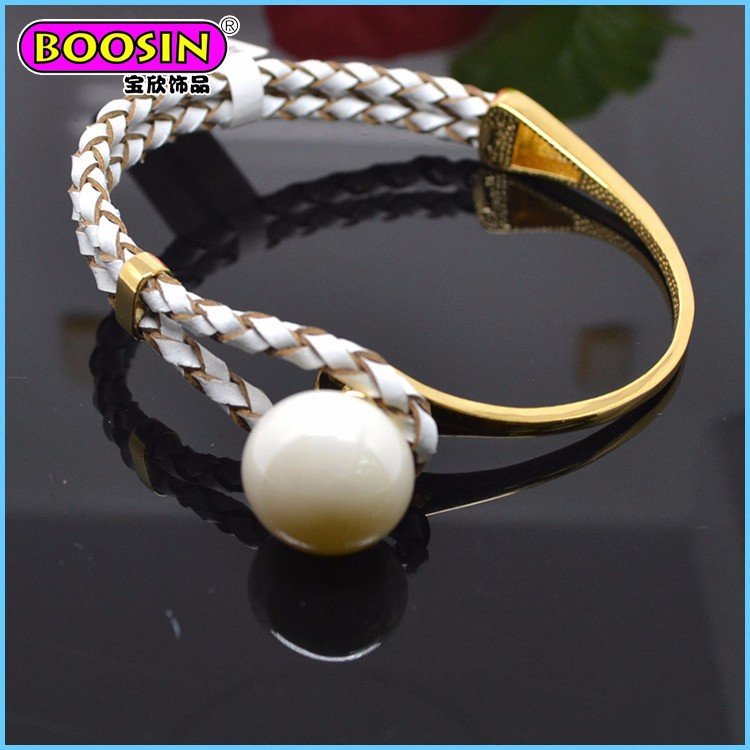 Wholesale fashion White charm leather braided bracelet for women