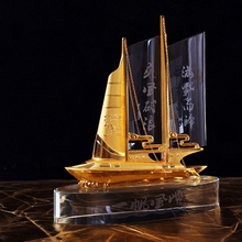 2017 Modern Gold Crystal Ship Model for Business Souvenir Gifts