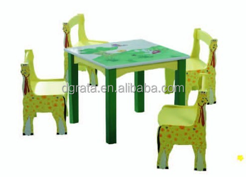 2014 lovely design cartoon school children desk and chair is design for children in E1 MDF board and colorful painting
