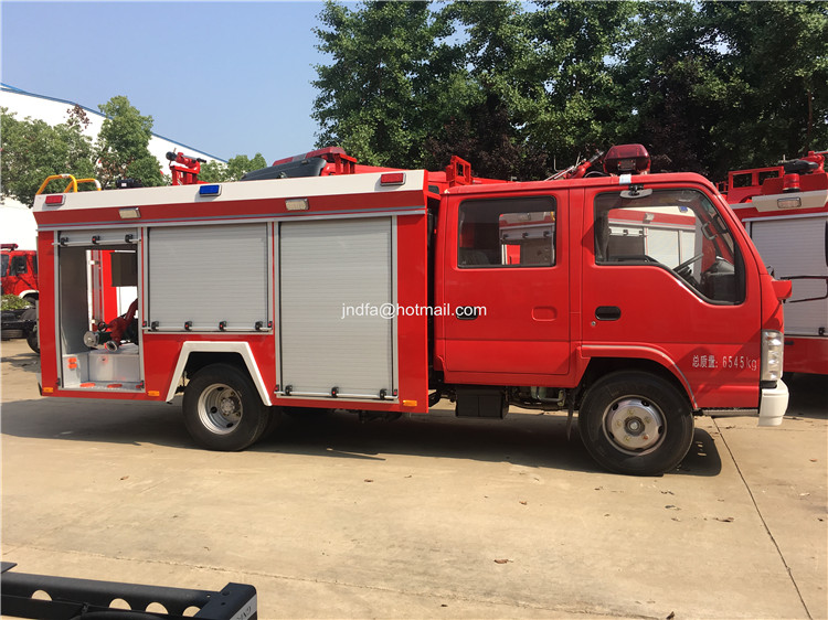 2000L water fire engine3.JPG