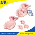 New design baby bathing cute pig family toy for fun