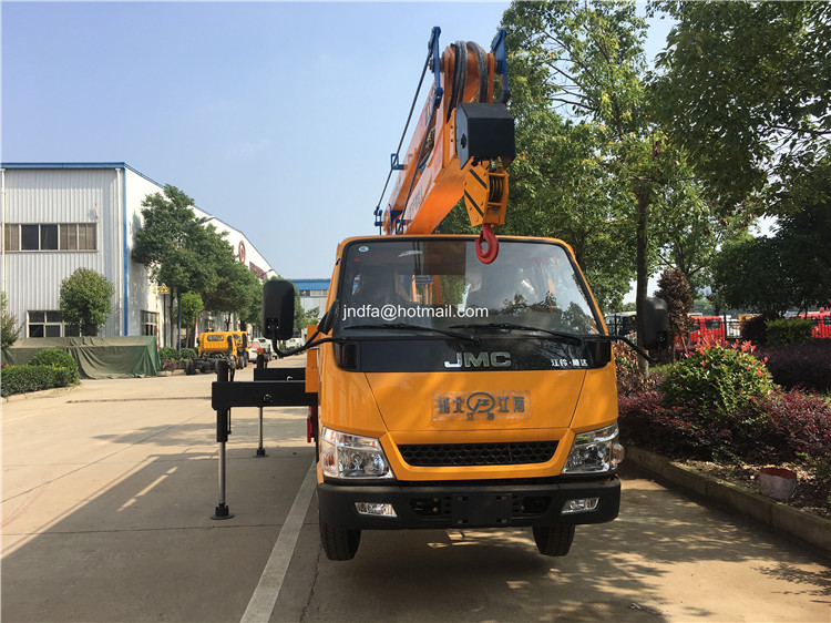 18m high lifting truck2.JPG