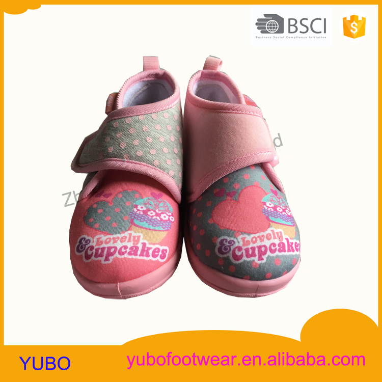 Lovely cupcakes injection girl baby shoe