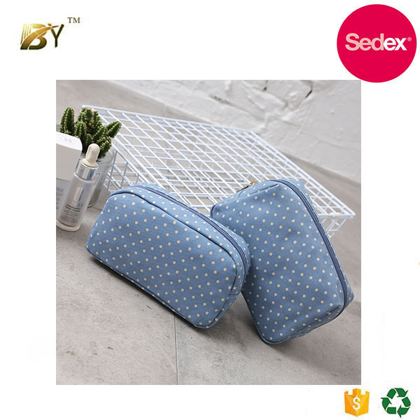 Sedex audit factory High-capacity Hot sale cosmetic bag durable makeup train storage case toiletry bag