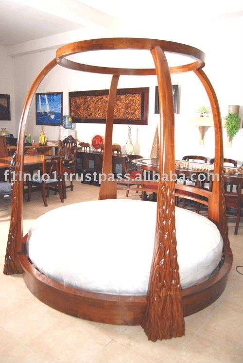 round bed with canopy