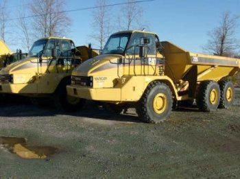 2004 Cat 725 Off-Road Truck