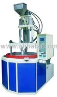 Vertical plastic injection molding machine with rotary table