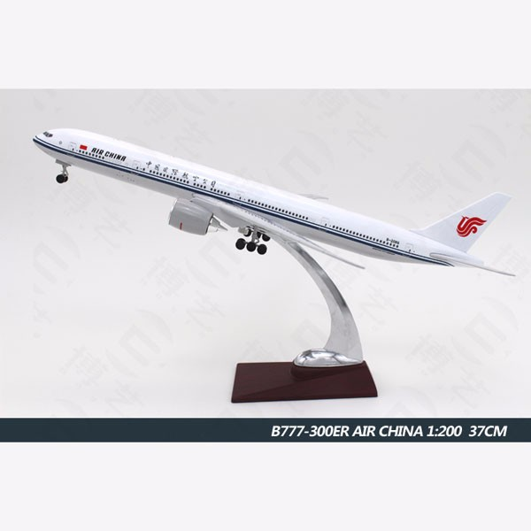 Air China plane model boeing B777 1:200 scale 37CM commercial resin display model airplanes with logo