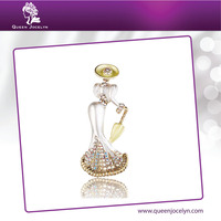 Beautiful Ladies White Enamel Brooch with Crystal and Gold Plated